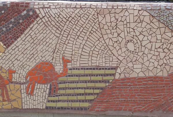 קטע מתוך קיר פסיפס קהילתי, בנושא אדמה.