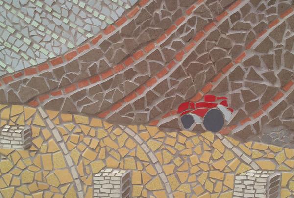 קטע מתוך קיר הפסיפס, בנושא אדמה. שדות. טרקטור. ערמות חציר.