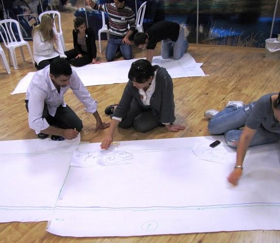 כל קבוצה תכננה דוגמה והכינה סקיצה
